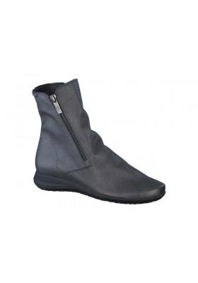 Boots nessia